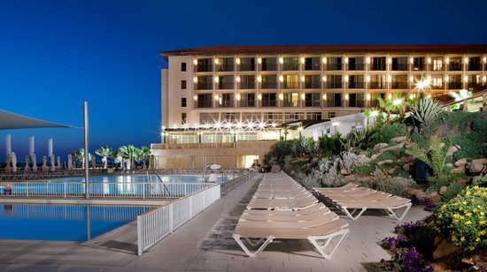Dan Accadia Hotel Herzliya: Pool at Night