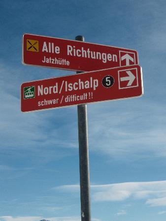 Davos, Suisse : Schilder am Anfang des Berges