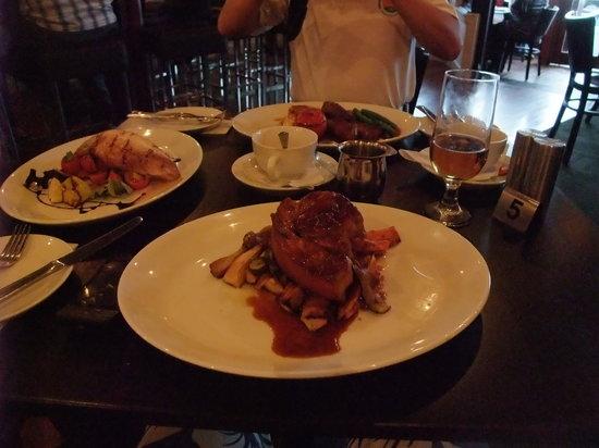 Nonna's Restaurant: Three main dishes