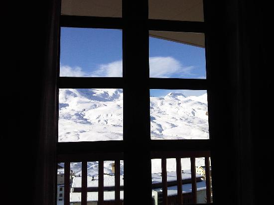 Fun Aragon Hills Hotel & Spa: View through the room window