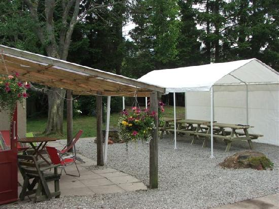 Ardenbeg Bunkhouse: Garden area with marquee and access to BBQ and bonfire area