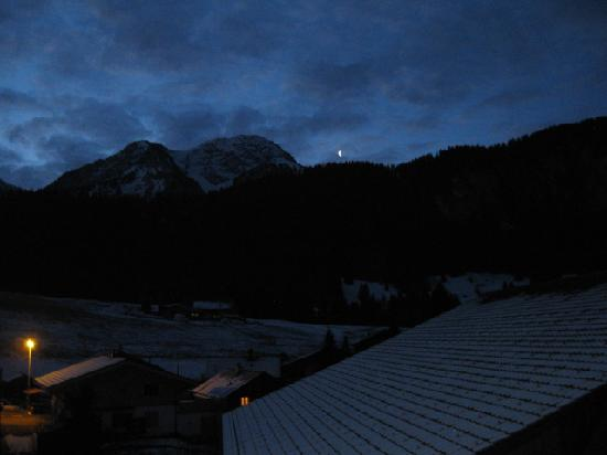 Hotel Roc et Neige: Incredible view at sunrise, from Rm 120