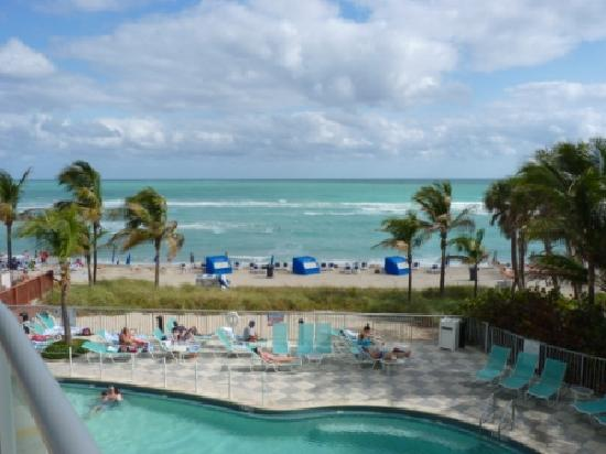 Doubletree Resort & Spa by Hilton Ocean Point - North Miami Beach : Beach view from resort