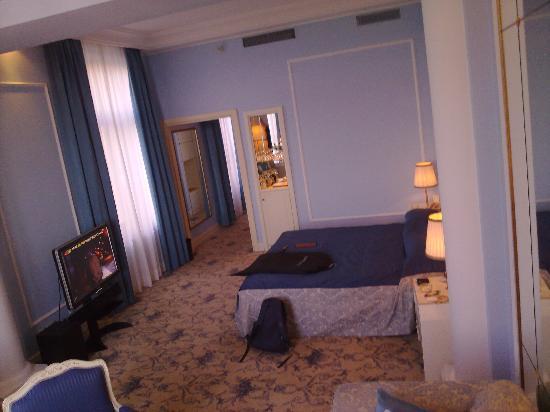 Grande Albergo delle Rose : The room - Nice high ceiling
