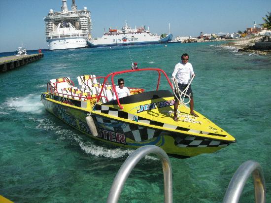 Isla Pasión: Twister boat