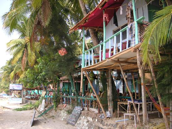Canacona, India: Huts and bar