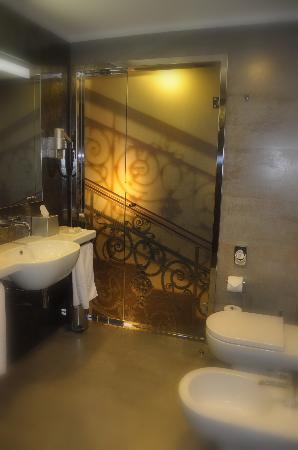 Hotel Palazzo Zichy: the enjoyable bathroom
