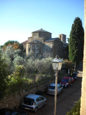 Sovana Hotel & Resort: Sovana Romantik Hotel & Resort - View from the room on Sovana Duomo