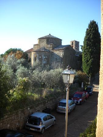 Sovana Hotel & Resort: Sovana Romantik Hotel & Resort - View from the room on Sovana Duomo