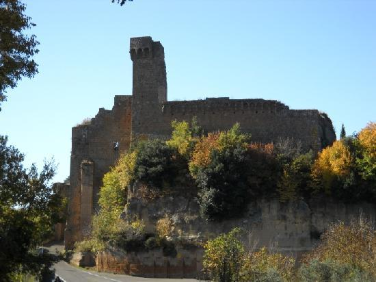 Sovana Hotel & Resort: Sovana Romantik Hotel & Resort - Sovana's Aldobrandeschi castle - 13th cent