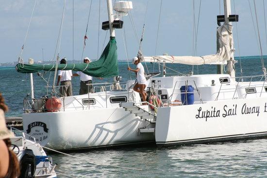 Cancun Catamaranes: Lupita Trimaran