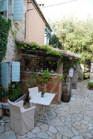 Pavezzo Country Retreat: Small kitchen
