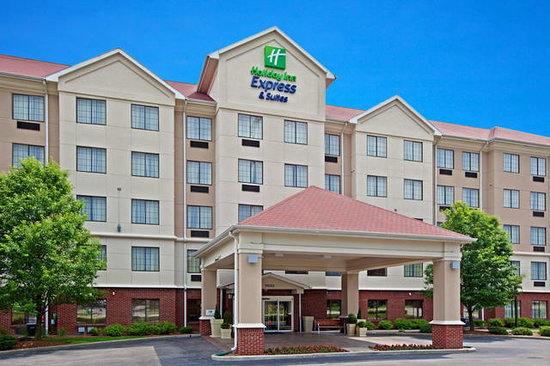 Holiday Inn Express and Suites Indianapolis East: Exterior Entrance View Daytime