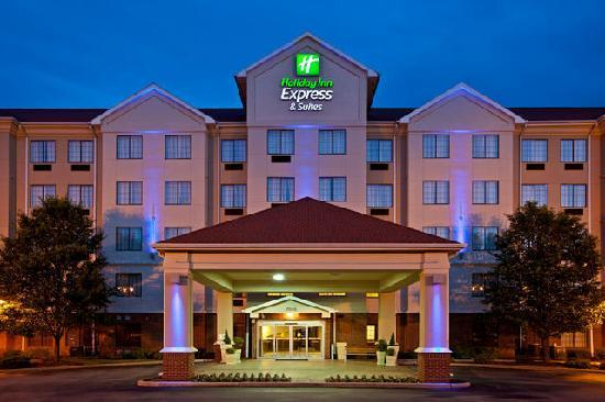 Holiday Inn Express and Suites Indianapolis East: Exterior Entrance View Evening