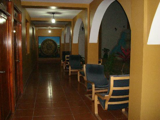 Hotel Los Arcos: view from our room of hallway