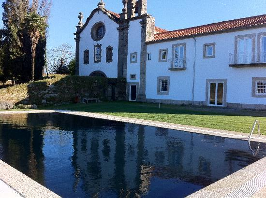Moncao, Portugal : Black swimming pool - Convento