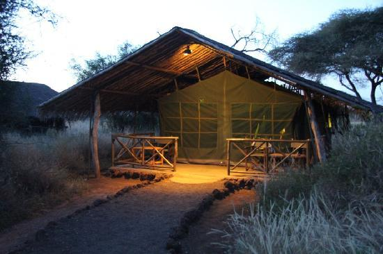 Kibo Safari Camp: Esterno tenda