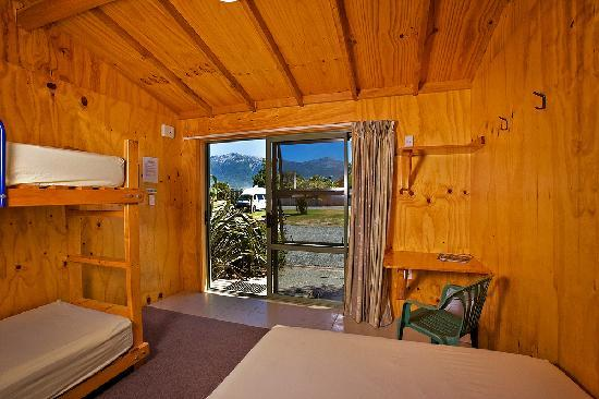 Alpine-Pacific Holiday Park: Standard cabin