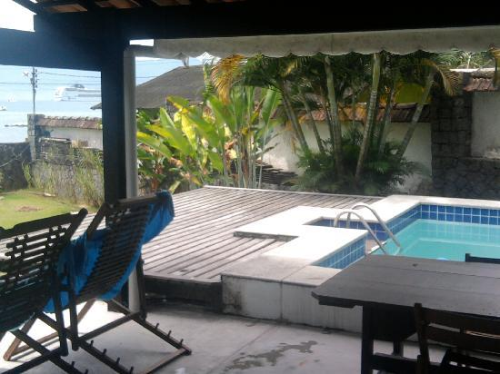 Pousada Oasis Ilha Grande RJ: Petite view of the Pool. Directly view of the Sea!