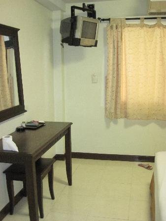 Rambuttri Village Inn & Plaza: chambre
