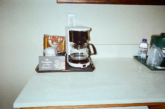 Country Inn & Suites By Carlson, Mankato Hotel and Conference Center: a cup of coffee as soon as I wake up!