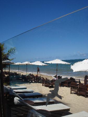 Beijamar Hotel : reposeras y sombrillas en la playa