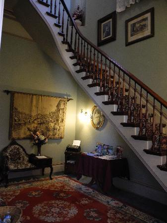 The McClelland-Priest Bed & Breakfast Inn: Stairs