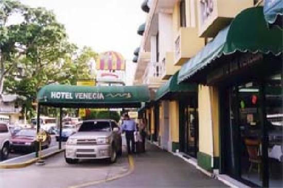 Entrada Frontal Hotel Venecia Panama