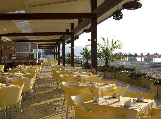 Albena, Bulgaria: Hotel Gergana - restaurant terrace