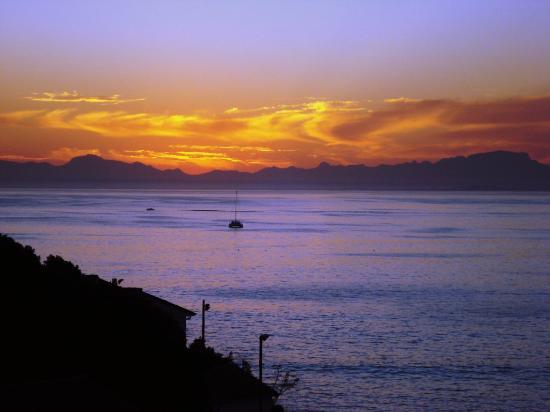 Berg en Zee Guest House: What a sunset!
