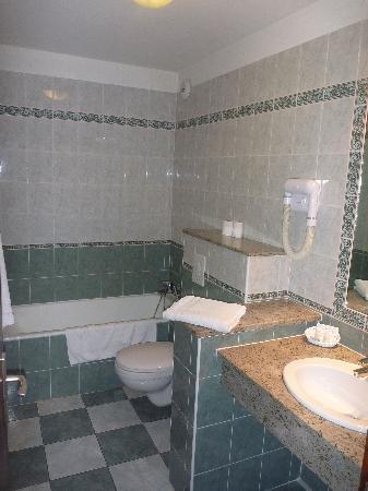 L'Atrachjata Hotel : salle de bain