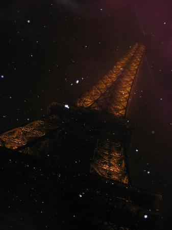 Paris, France: Tour Eiffel sotto la neve