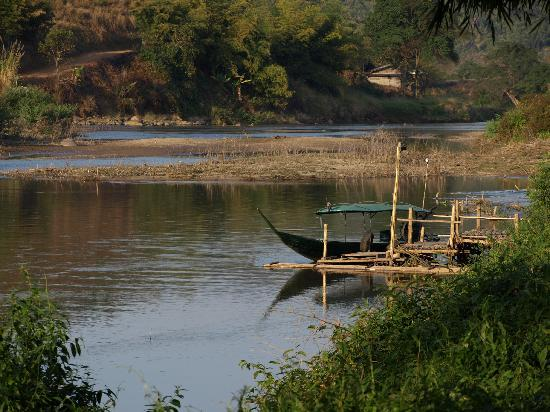 Huai Khum Resort: The long-tail boat