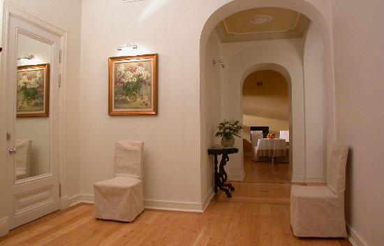 Casa Leto: Entrance hall