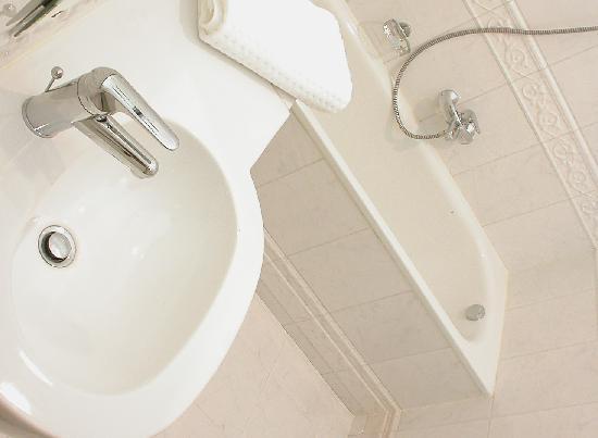 Casa Leto: Italian bathrooms