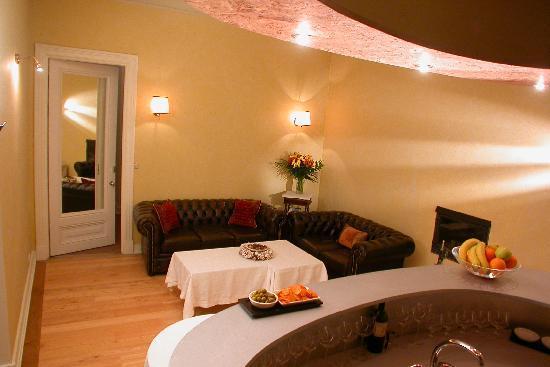 Casa Leto: Bar and lounge area