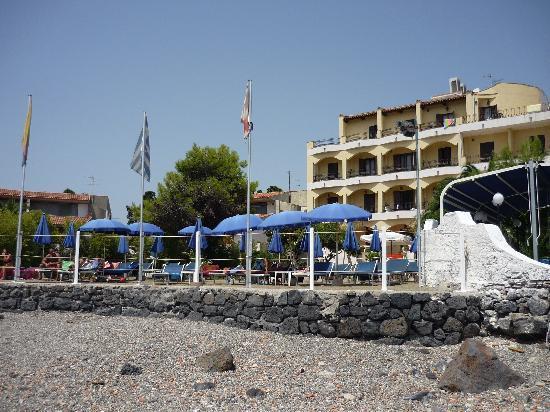 Hotel Kalos : L'hotel visto dalla spiaggia