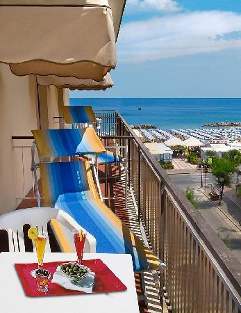 Hotel Lina : vista mare