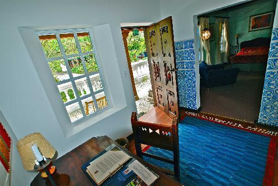 Hacienda Cusin: Sierra 14. SIngle guest room vestibule