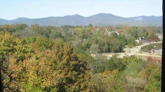 Days Inn Dahlonega: view from the hotel of the mountains