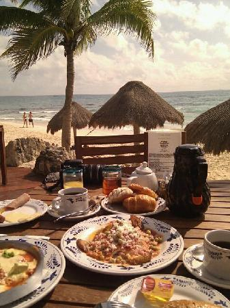 Mahekal Beach Resort: Breakfast