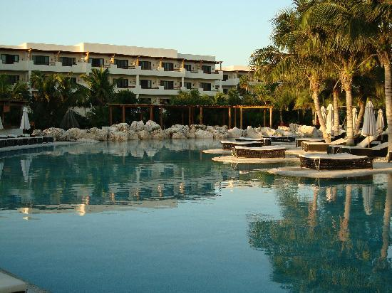 Secrets Maroma Beach Riviera Cancun: The Pool