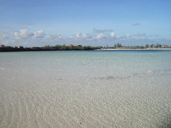 Crystal Bay Resort: Il mare del villaggio