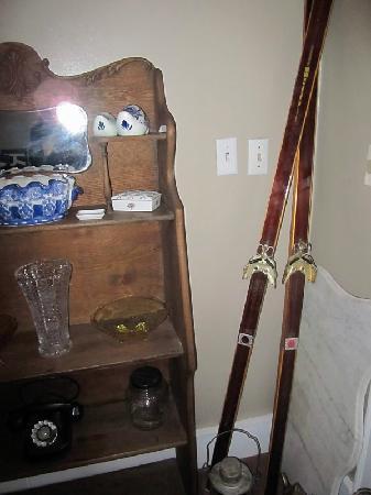 Thornewood Inn : antiques at the inn