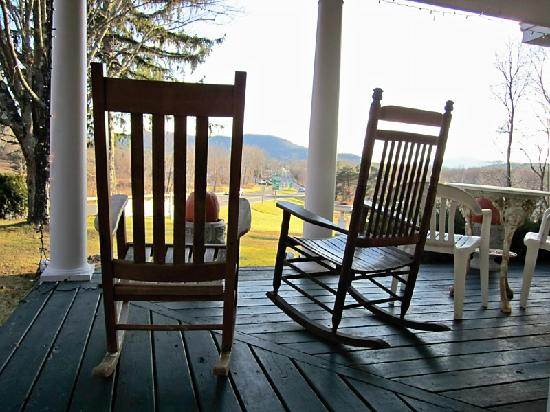 Thornewood Inn: porch view