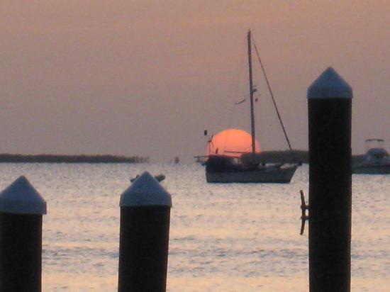 Anchorage Resort & Yacht Club: sunset