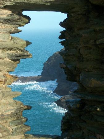 Tintagel Castle: Through the castle out to the sea