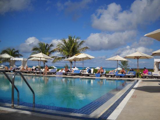La piscine picture of club med columbus isle san for Club piscine montreal locations