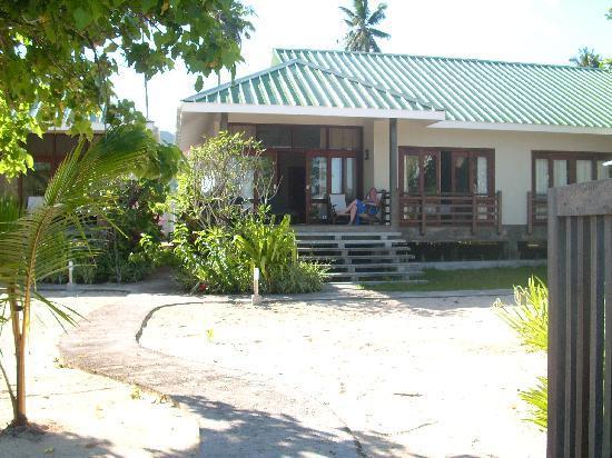 Fleur de Sel: bungalow gezien vanuit de tuin/strand