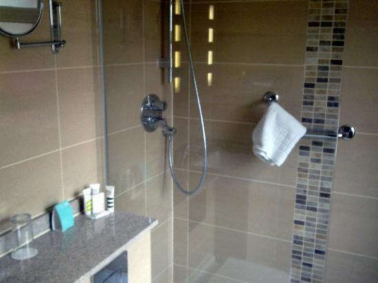 Mercure London Bloomsbury: Bathroom